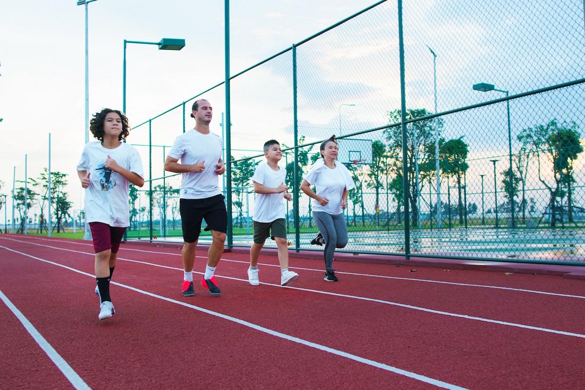 Cư dân khởi động ngày mới tràn đầy năng lượng với các tiện ích thể thao ngoài trời. Ảnh: Novaland.