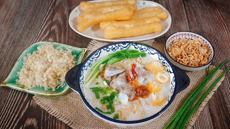 Cháo sườn sụn trở thành món ăn không thể thiếu của người Hà Nội khi đông về. Ảnh: Bùi Thủy.
