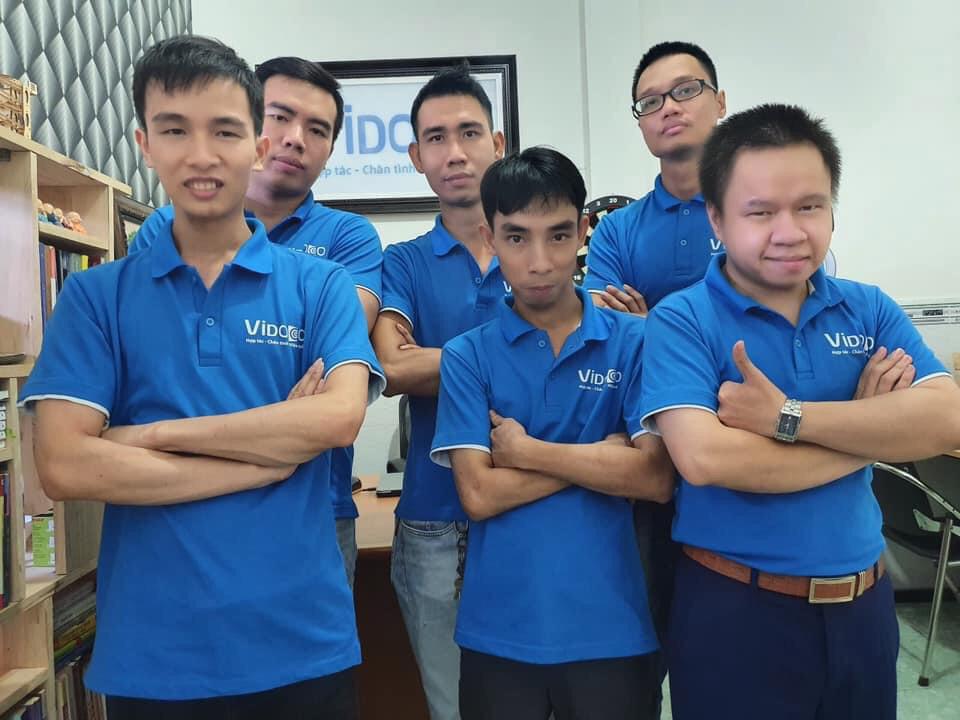 Hiện tại công ty của Vinh có hơn 10 nhân viên, cộng tác viên, hầu hết đều là người khuyết tật. Ảnh: Nhân vật cung cấp.
