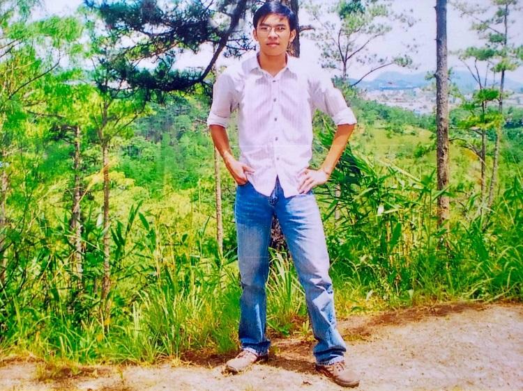 Anh Nguyễn Chánh Tín sinh ra trong gia đình nông dân hai con ở Hoài Nhơn, Bình Định. Khác với bạn bè, Tín đam mê kinh doanh và khát khao khởi nghiệp từ khi còn là một cậu sinh viên. Ảnh: Nhân vật cung cấp.