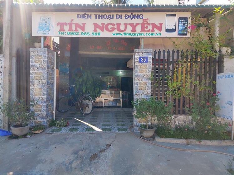 Cửa hàng tạp hóa kiêm bán điện thoại di động của anh Tín ở quê nhà. Ảnh: Nhân vật cung cấp.