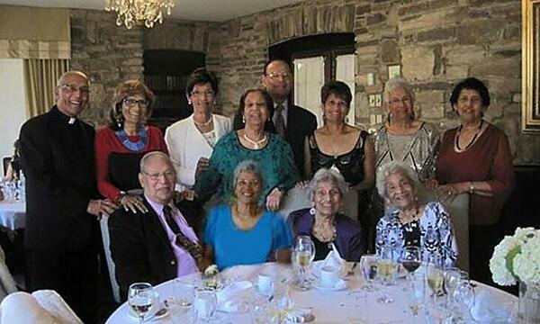 12 anh chị em nhà DCruz có tuổi từ 75 đến 97. Ảnh: Guinness World Record.