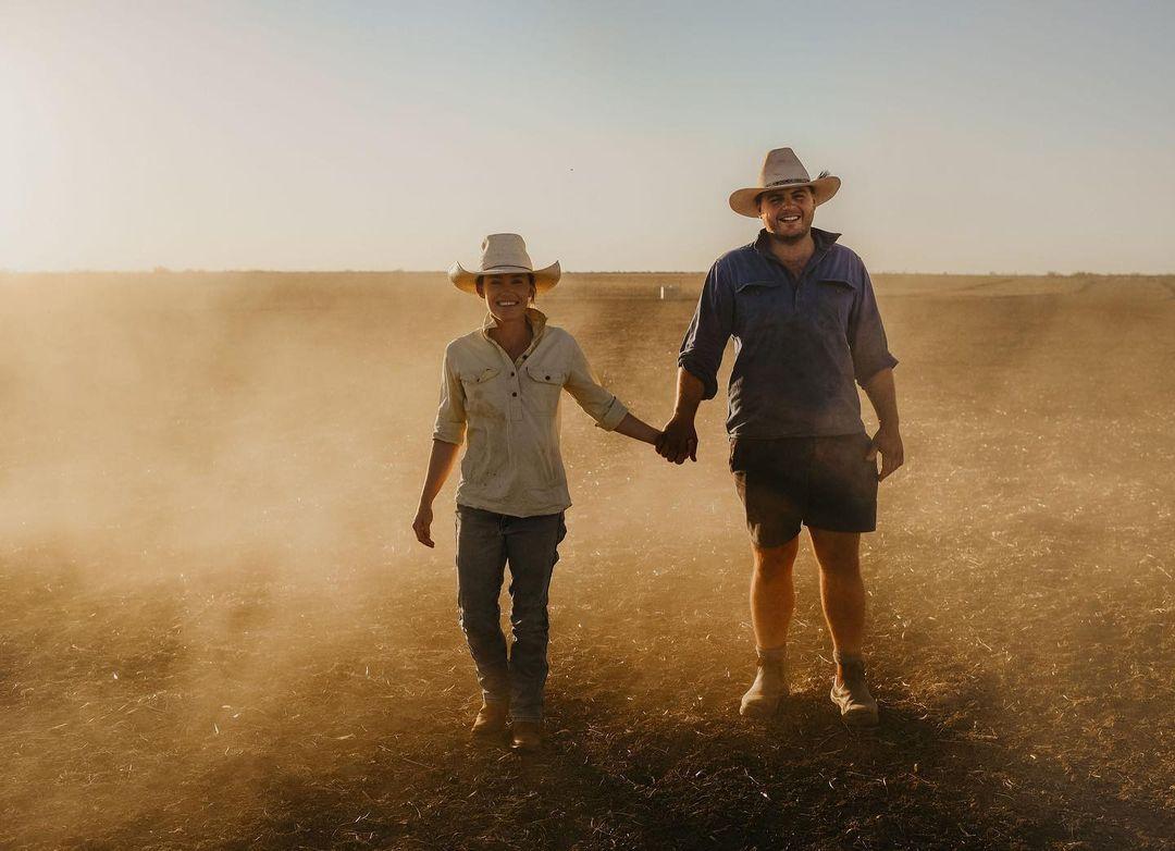 Năm trăng mật phiêu lưu khắp đất nước giúp đỡ người nông dân cũng giúp vợ chồng Meg hiểu và yêu nhau hơn. Ảnh: Meg Clothier.
