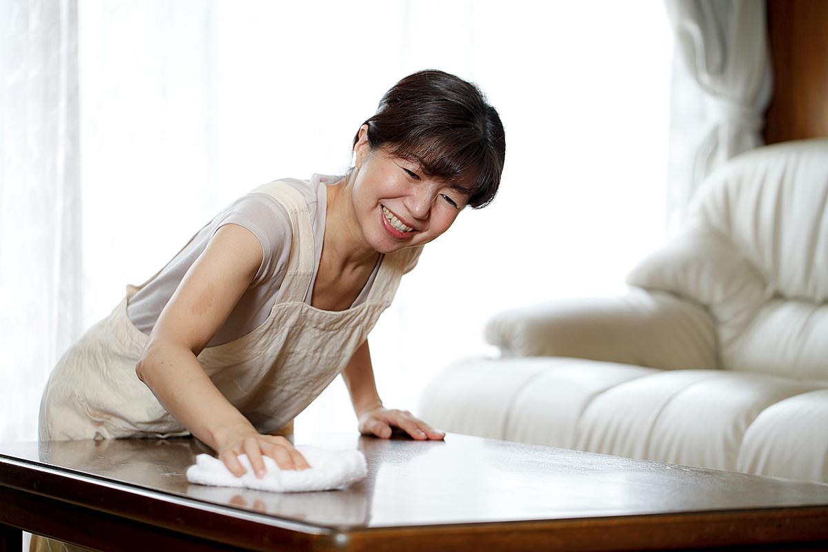 Phụ nữ Nhật coi làm việc nhà chính là một cách để thay thế tập gym. Ảnh: Japan Times.