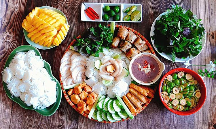 Bún đậu mắm tôm là món ăn gần gũi, dân dã của người Hà Nội. Ai đi xa cũng nhớ hương vị đặc trưng của món ăn giản dị này. Ảnh: Bùi Thủy.