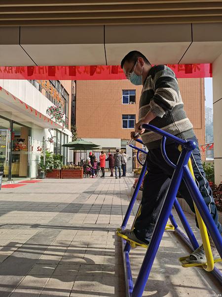 Hàng ngày Cố Nguyệt đều luyện tập thể thao, ngủ dậy lúc 6h sáng và đi ngủ khi 9h tối. Ảnh: qq.