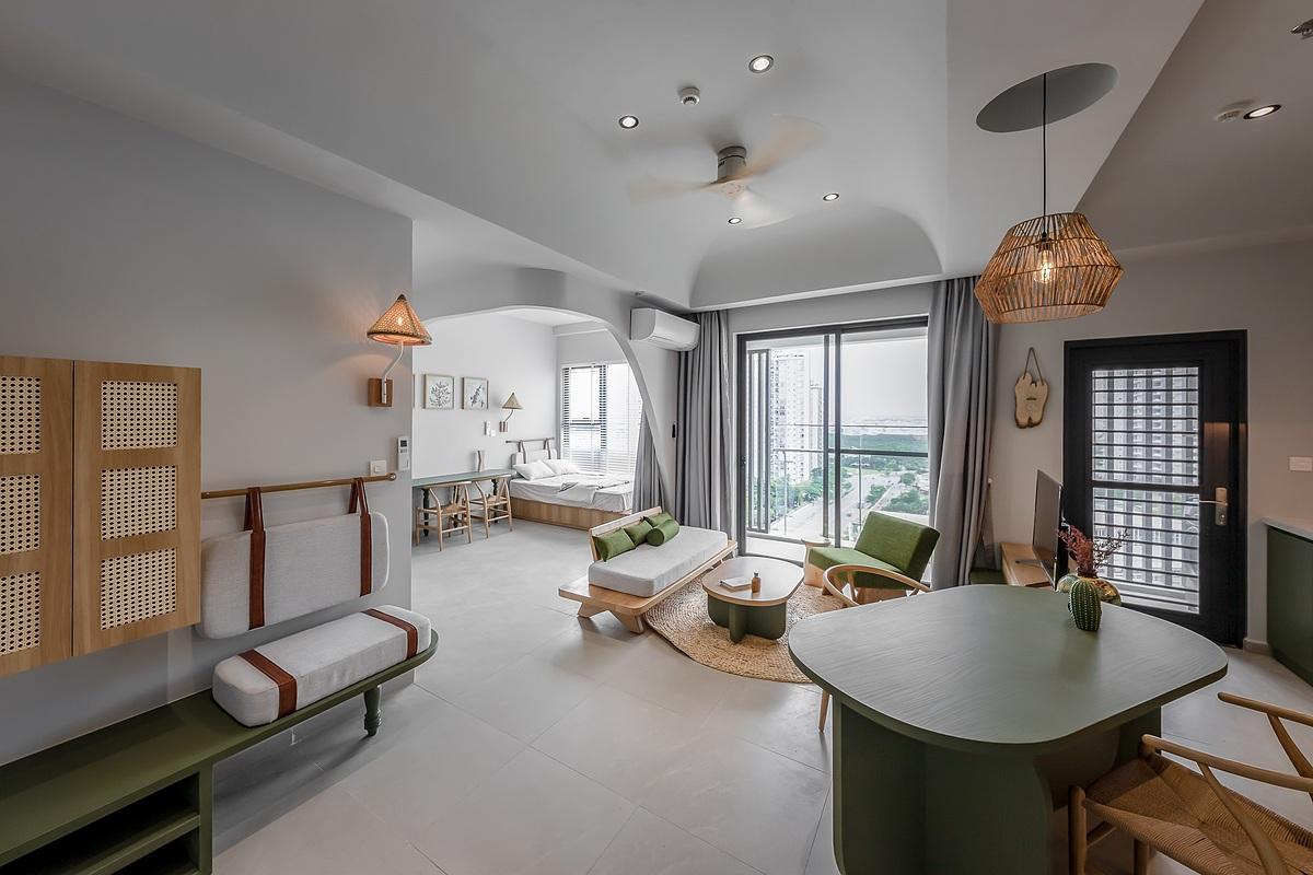 Tông màu chủ đạo của căn hộ là trắng - xanh lá kết hợp với màu mây tre. Ảnh: Minq Bui Photography.