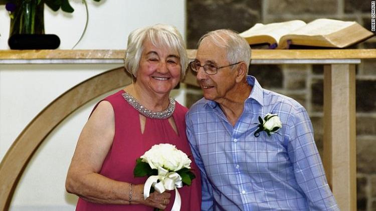 Fred Paul và Florence Harvey trong ngày cưới của họ, 8/8/2020. Ảnh: CNN.