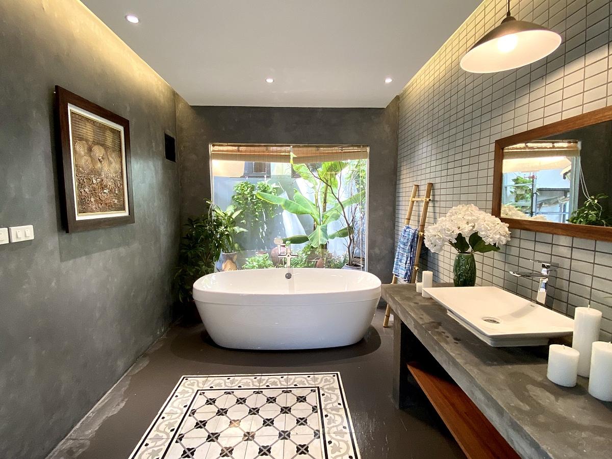 Phòng tắm của gia đình  Phan Cẩm Tú (Hà Nội) sau khi cải tạo.