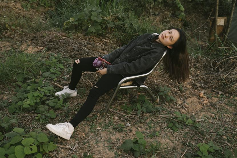 Fan Yueyi bỏ đến cộng đồng này, song cô chưa biết mình sẽ ở đây bao lâu vì cơm áo không đùa với khách thơ. Ảnh: Sixthtone.
