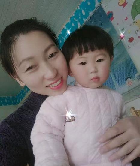 Liu và con gái. Ảnh: Sixthtone.