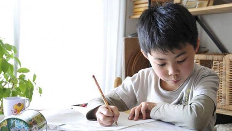 Cho phép trẻ tự lập kế hoạch học tập, tự sắp xếp thời gian học và đưa ra ý kiến của mình về việc có nên tham gia các lớp dạy thêm hay không và nên tham gia các lớp dạy kèm nào. Ảnh minh họa.