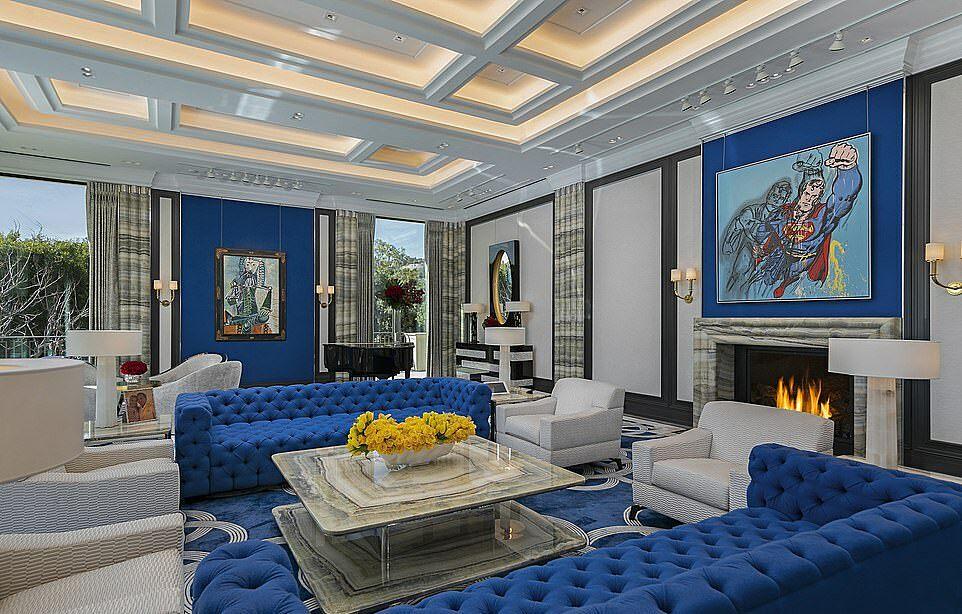Không gian phòng khách trong siêu biệt thự. Ảnh: James Bartchs/Hilton & Hyland.