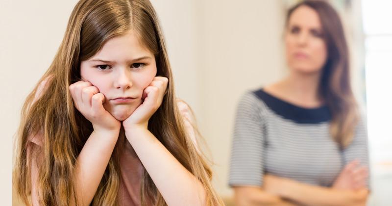 Sự nghiêm khắc của cha mẹ sẽ là động lực để trẻ cứng cáp hơn. Ảnh: iStock.
