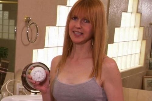 Aimee đặt đồng hồ 22 phút để có nước nóng tắm mỗi sáng, tránh lãng phí. Ảnh: TLC.