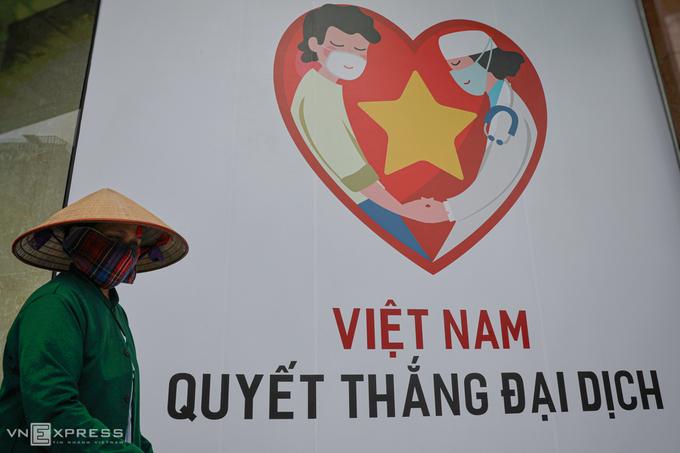 Một pano Việt Nam quyết thắng đại dịch tại trung tâm TP HCM trong những ngày cách ly xã hội. Ảnh:Hữu Khoa.