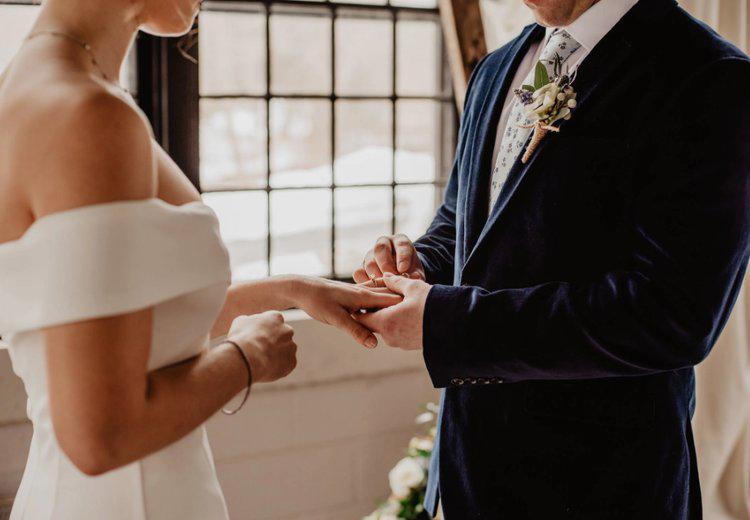 Hôn nhân chỉ vững bền khi cả hai biết cách cân bằng tình yêu dành cho nửa kia và dành cho chính mình. Ảnh minh họa.