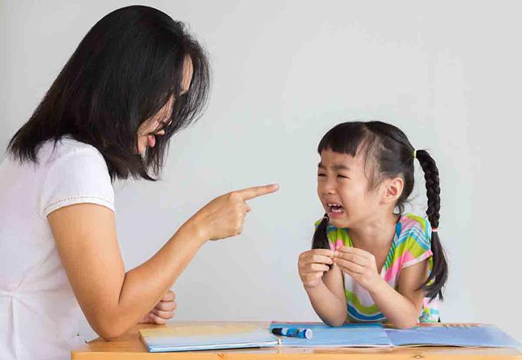 Những cảm xúc mà cha mẹ không bao giờ để ý giống như một hạt giống vô tình gieo mầm vào tâm hồn đứa trẻ rồi đâm chồi nảy lộc. Ảnh minh họa.