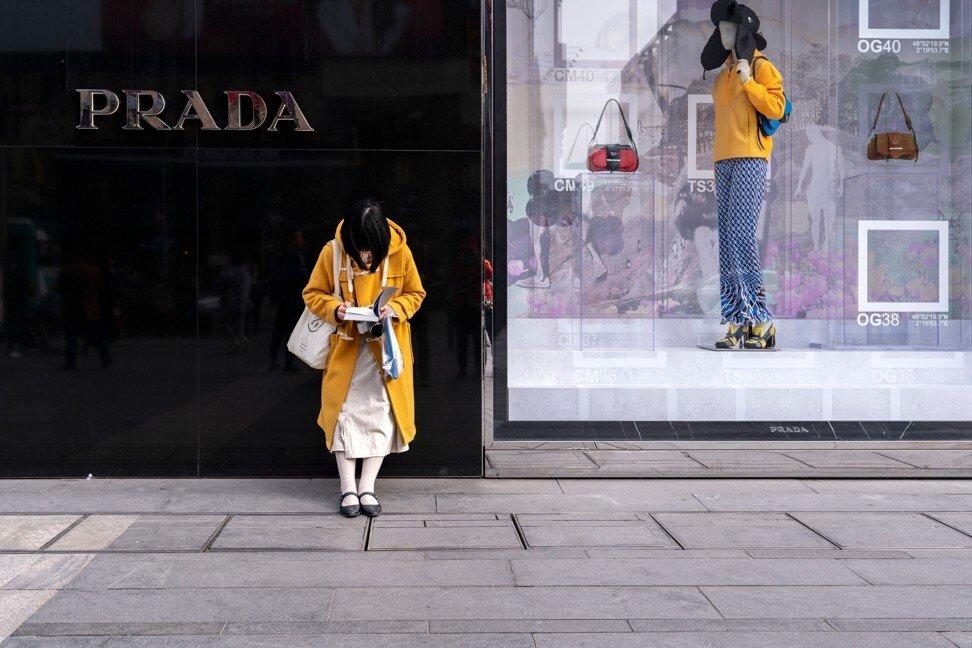 Dùng đồ hàng hiệu là một trong những tiêu chí để đo mức độ thành công của một người phụ nữ Trung Quốc. Ảnh: Shutterstock.