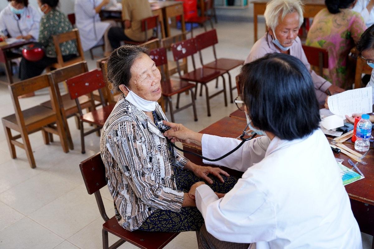 Nippon Paint Việt Nam đồng hành cùng chương trình Y Tế Xanh khám chữa bệnh cho người dân hoàn cảnh khó khăn. Ảnh: Nippon Paint Việt Nam