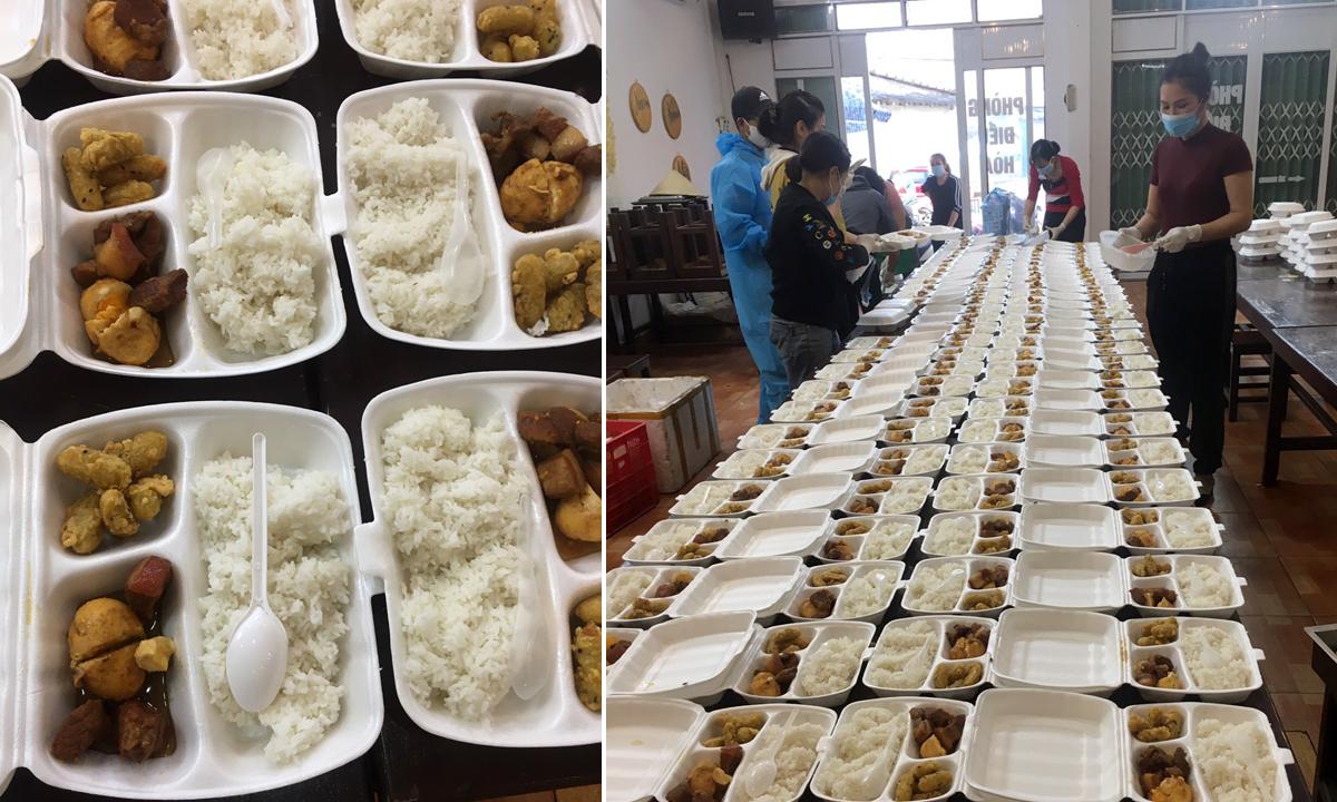 Các suất ăn đầy đủ chất dinh dưỡng và dễ ăn được bếp chị Huyền nấu cho trẻ tiểu học cách ly. Ảnh: Nhân vật cung cấp.