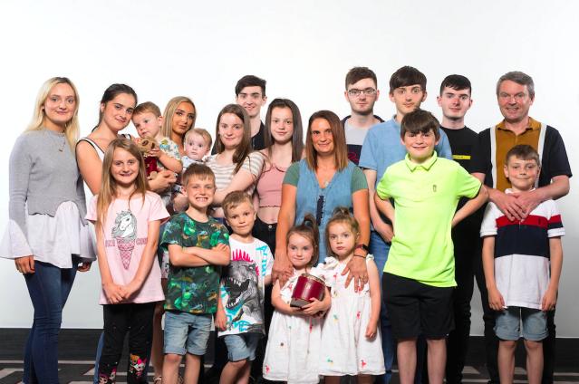 Gia đình đông con nhất nước Anh. Ảnh: Mirror.