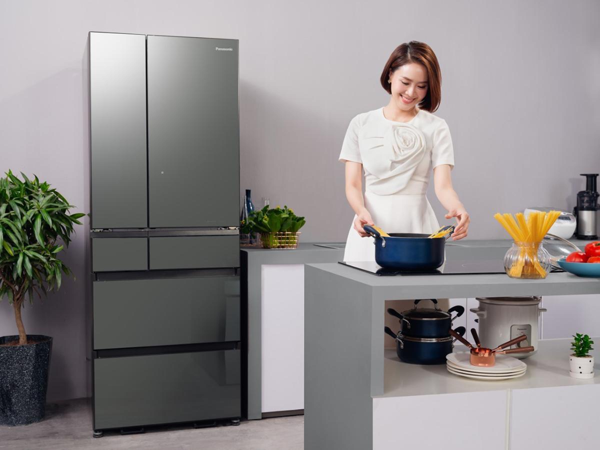 Hồng Diễm thường vào bếp chế biến món ngon cho con khi rảnh rỗi.
