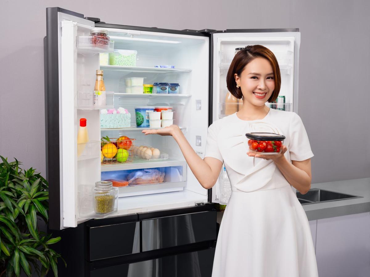 Với sự trợ giúp của tủ lạnh Panansonic, Hồng Diễn có thể bảo quản thức ăn trong nhiều ngày.
