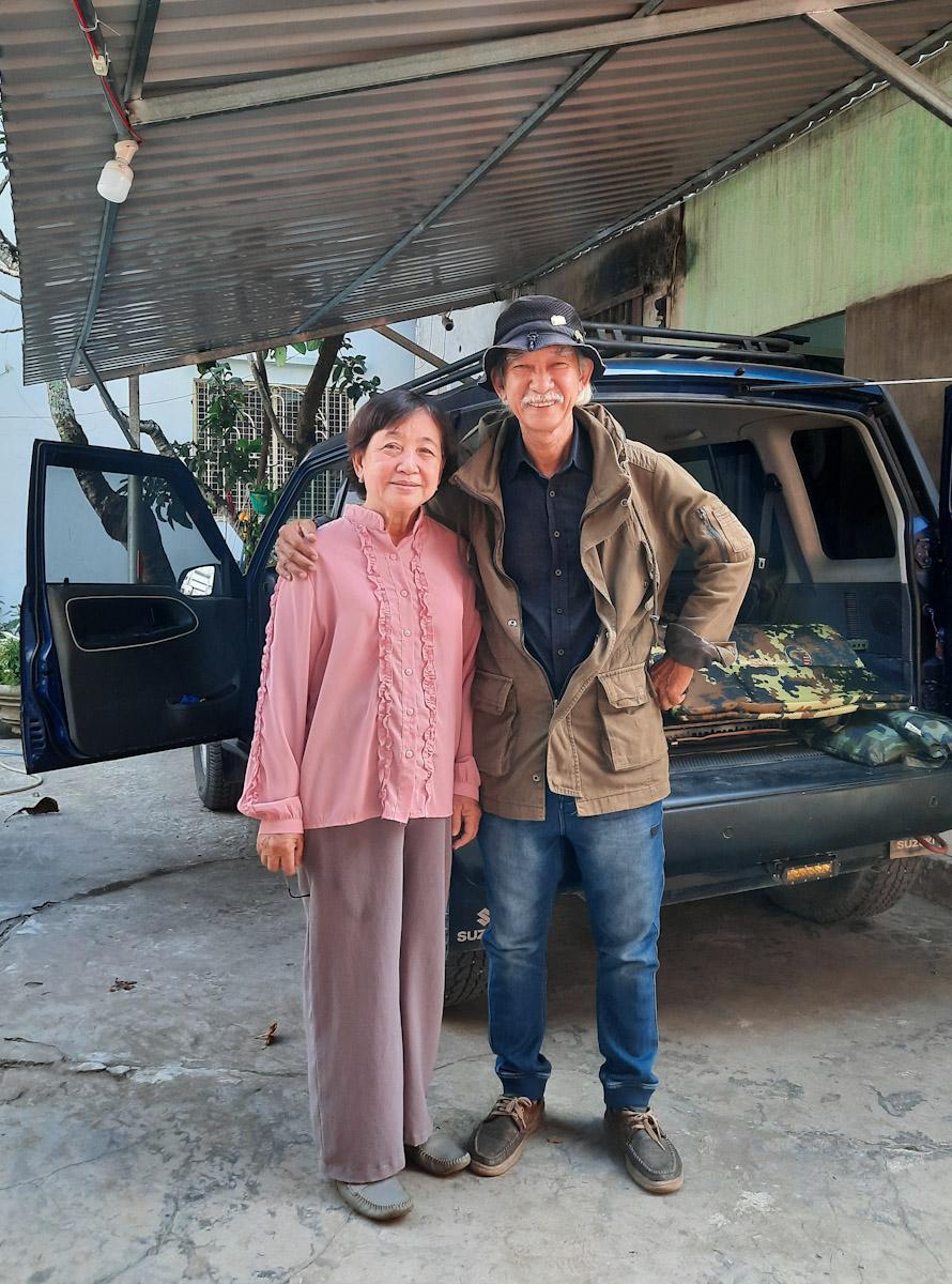 Cặp vợ chồng 73 tuổi 'nghiện vi vu'