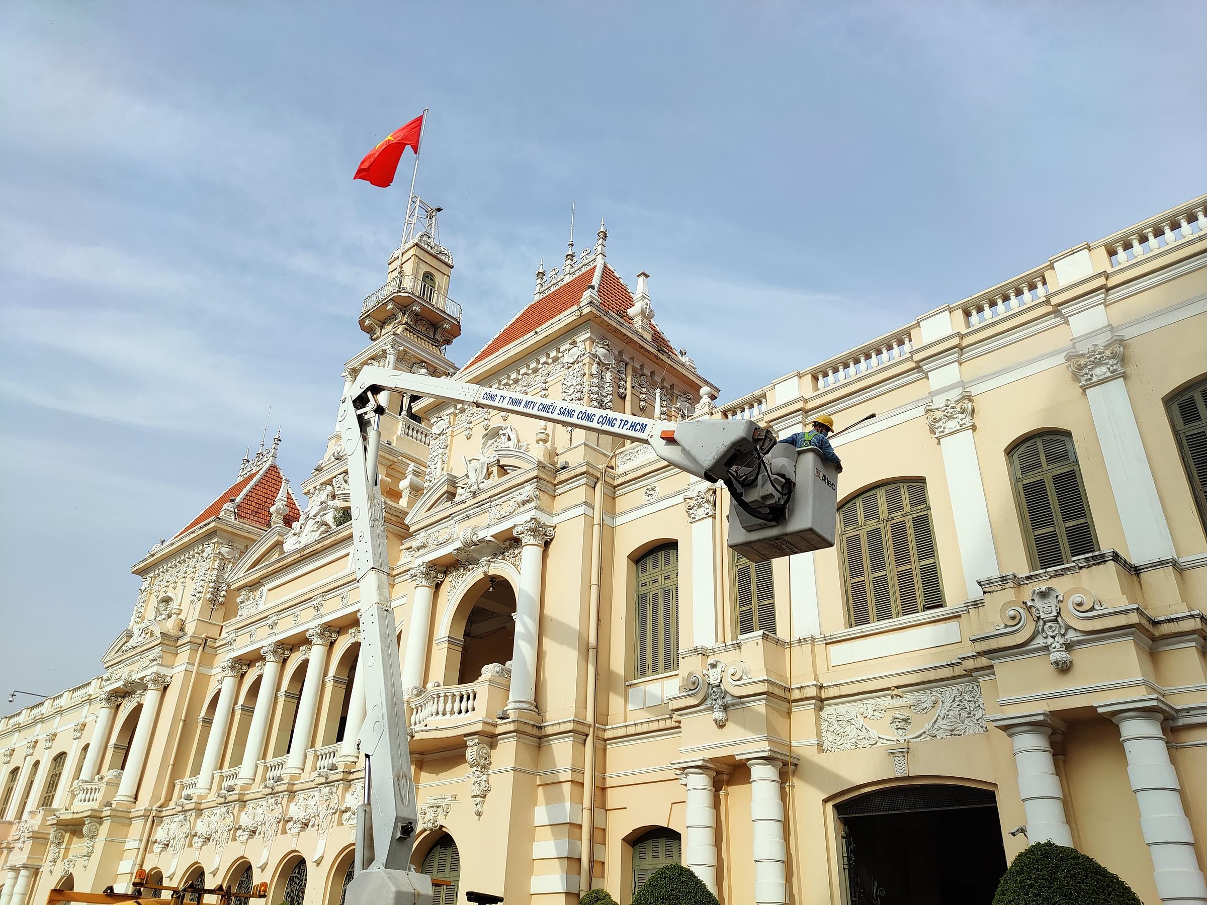 Khu vực trung tâm Sài Gòn đang được trang hoàng để đón một năm mới tràn đầy hy vọng.