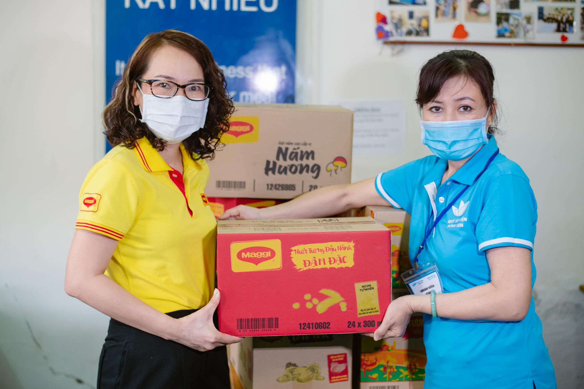 Gần 10.000 tương tác livestream đã được quy đổi thành 10.000 phần quà đến với Quỹ từ thiện Bông Sen, hỗ trợ các suất ăn giá rẻ cho các hoàn cảnh khó khăn.