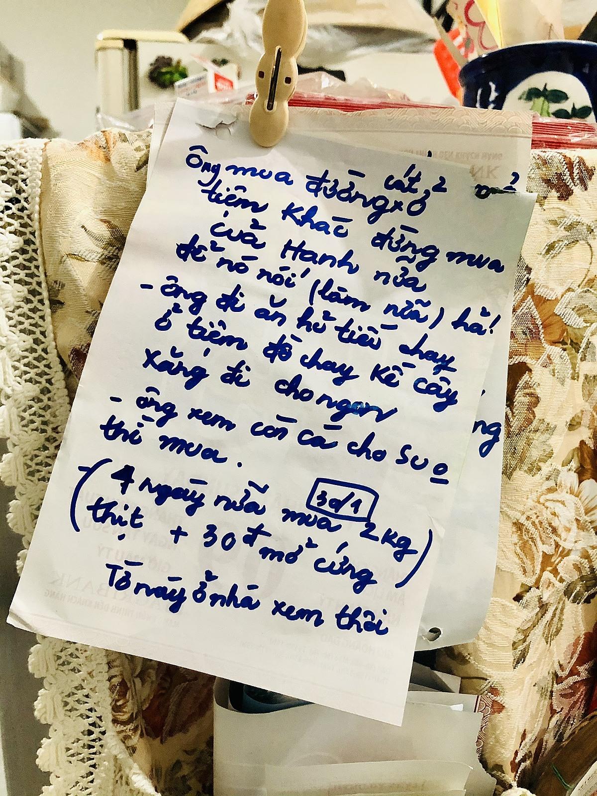 Tờ giấy bà Đức dặn chồng để ở nhà xem đừng đưa cho người bán. Ảnh: Trúc Quyên.