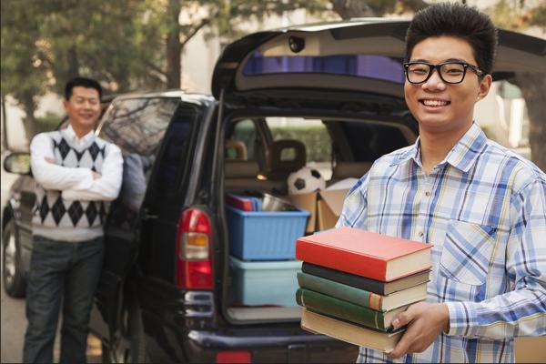 Áp lực của hệ thống giáo dục trong nước được cho là một trong những lý do các phụ huynh Trung Quốc muốn cho con đi du học sớm. Ảnh: China Daily.