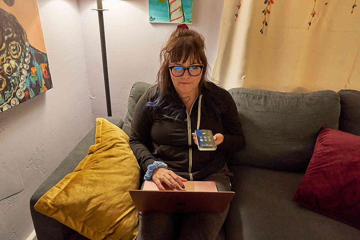 Liz Halfhill, mẹ đơn thân 30 tuổi. Ảnh: New York Times.