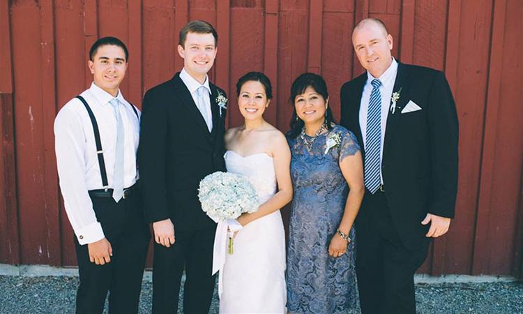 Gia đình của Rob Kenney trong đám cưới của con gái. Ảnh: today.com