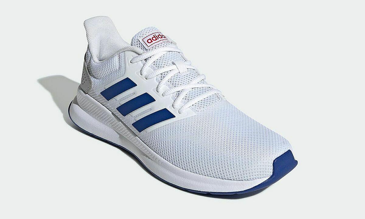 Giày thể thao chạy bộ Adidas Falcon Run EF0148q màu trắng, size 42,  thuộc phân khúc phổ thông của hãng, có thiết kế đơn giản, cổ điển mang nét đặc trưng của Adidas, dễ phối đồ và sử dụng trong mọi hoàn cảnh. Đôi giày mang đến cho người trải nghiệm cảm giác nhẹ nhàng và êm ái ngay khi chạm vào nhờ phần upper được làm từ vật liệu dạng sợi thoáng (mesh) rất nhẹ và mềm mại. lớp đế ngoài giảm sốc và lớp đệm lót ôm sát lòng bàn chân, phù hợp cho mọi hoạt động hàng ngày. Giá niêm yết 1,985 triệu đồng, giảm 37% còn 1,25 triệu đồng.