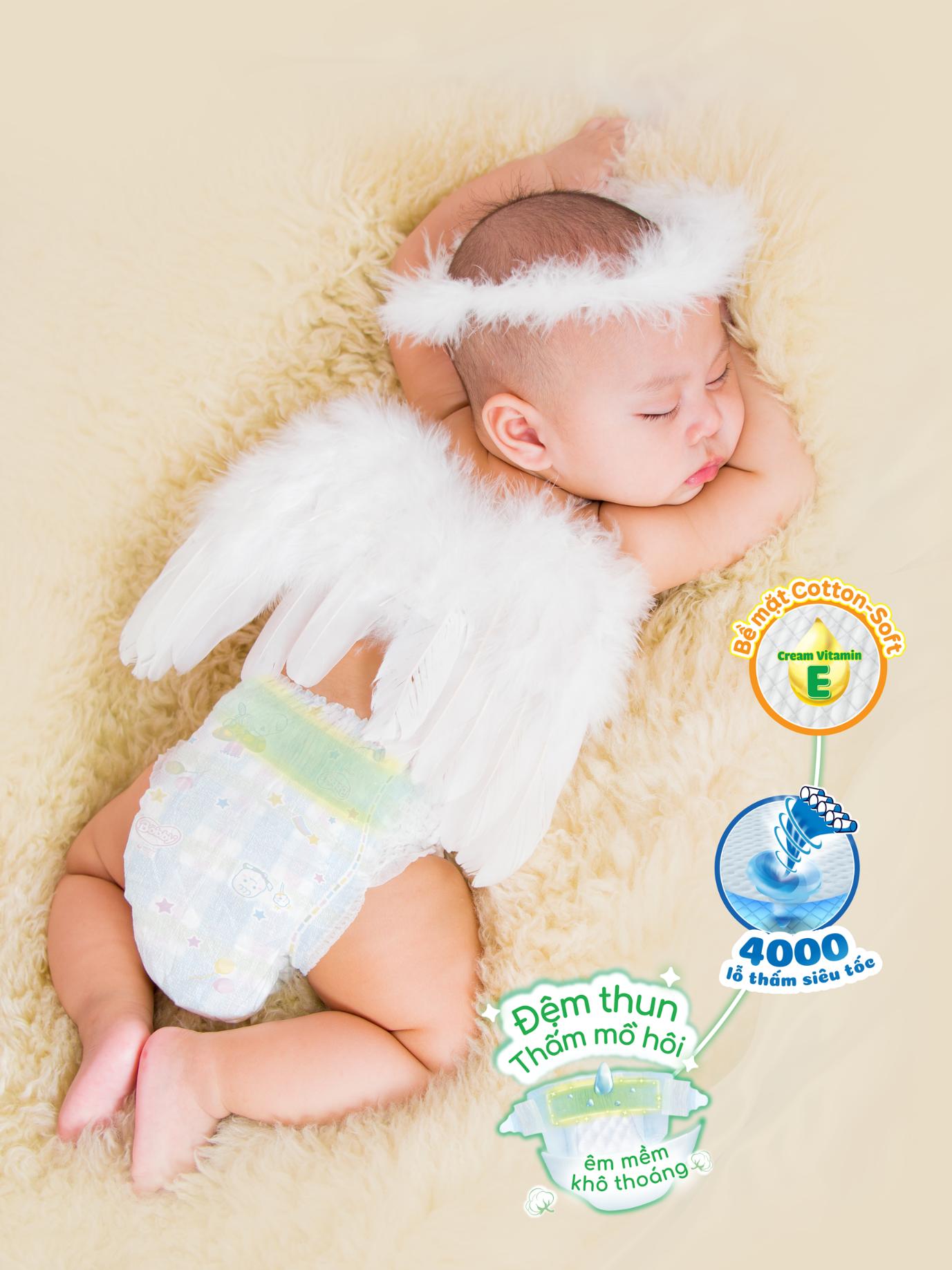 Thiết kế đệm thun thấm mồ hôi êm mềm, khô thoáng, chuyên biệt dành cho trẻ sơ sinh.