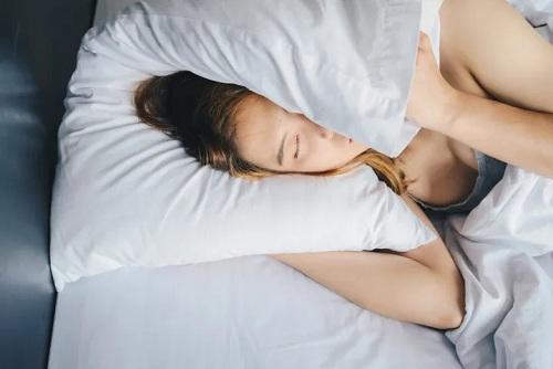 Một vài thay đổi đơn giản đối với thói quen buổi sáng của bạn có thể tạo ra sự khác biệt lớn trong sức khỏe tổng thể của bạn. Ảnh: Huffpost.