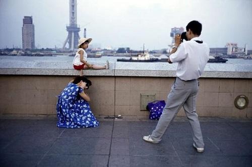 Một gia đình con một ở Bến Thượng Hải năm 1993. Ảnh: CFP.