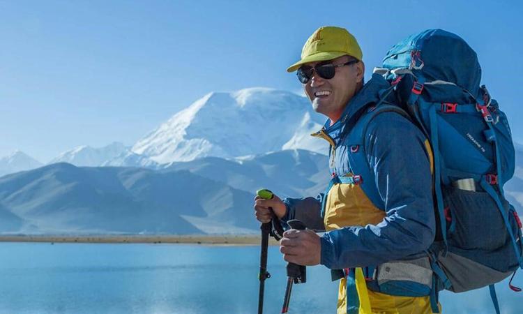 Tào Thịnh Khang đã đi 35 quốc gia trên 6 châu lục trong 5 năm. Anh được mệnh danh là người khiếm thị đầu tiên của Trung Quốc đi vòng quanh thế giới. Ảnh: huanqiu.
