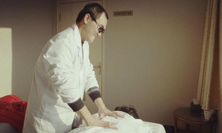 Hiện Tào vẫn làm công việc massage tại Bắc Kinh và thường xuyên đi du lịch. Ảnh: qq.