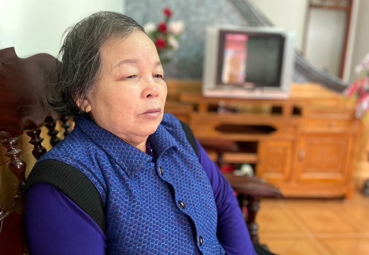 Từ ngày con mất bà Nhường sống một mình trong căn nhà rộng lớn ở Thanh Miện. Ảnh: Phan Dương.