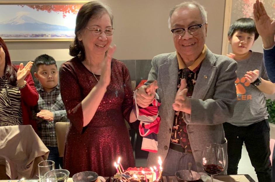 Các cháu chắt tổ chức kỷ niệm 60 ngày cưới cho ông Thọ - bà Tú vào tháng 4/2020. Ảnh: Nhân vật cung cấp.