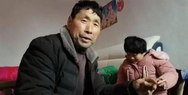 Trương Ngôn Chiếu và vợ Đào Minh Thụy ở làng Hòa Cương, thị trấn Cao Điện, tỉnh Thẩm Dương. Ảnh: qq
