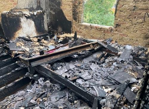 Ngôi nhà sau khi bị lửa thiêu rụi. Ảnh: Belfast news and features.