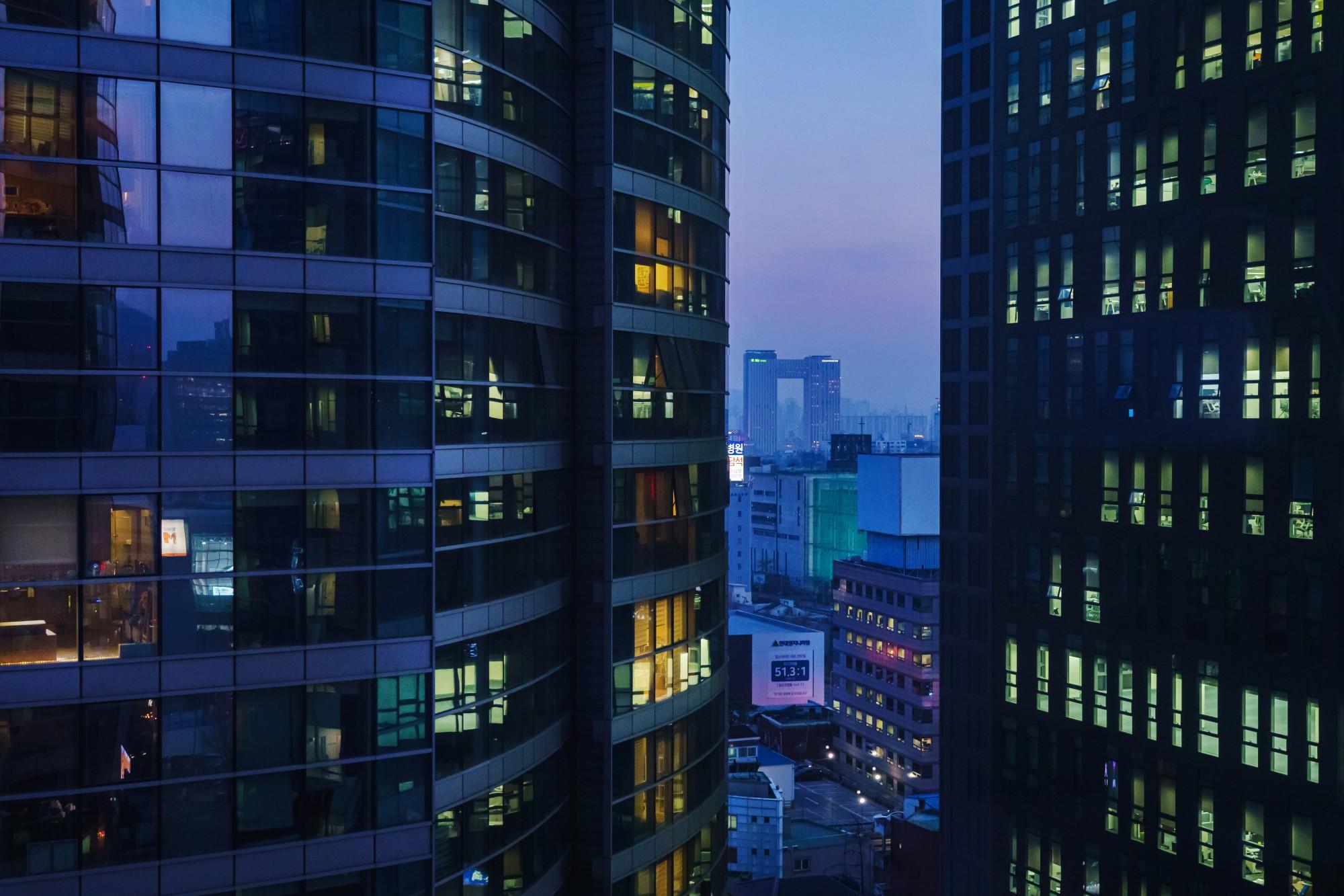 Người Hàn Quốc chủ yếu sống trong chung cư nên thường xuyên chịu tiếng ồn từ hàng xóm. Ảnh: Marcus Yam / Los Angeles Times.