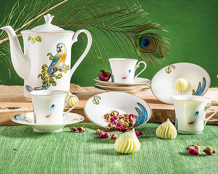 Bộ cà phê 1.25 L - Tulip Ngà - Hoàng Yến với hoa văn chủ đạo là chim Hoàng Yến, gồm một bình 800 ml, 6 tách dung tích 110 ml, 6 đĩa lót tách đường kính 13 cm
