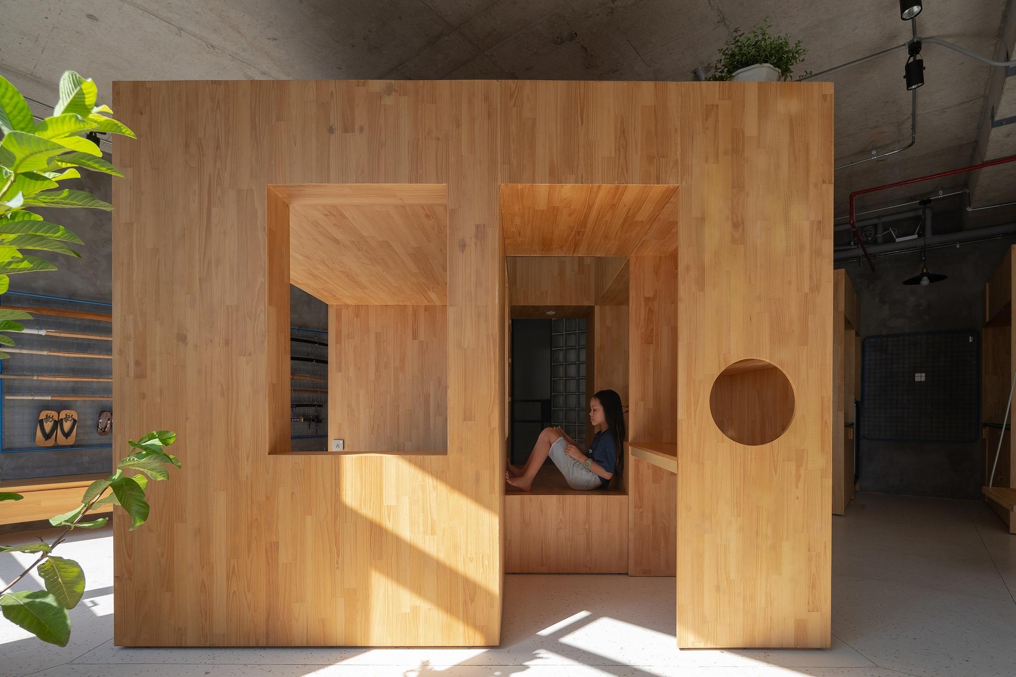Chiếc hộp đặt giữa căn hộ với nhiều chức năng.