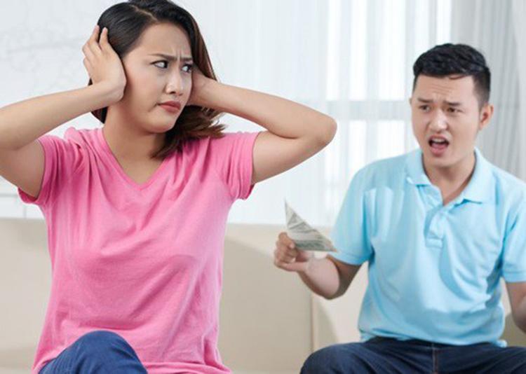 Phụ nữ chán chồng thường có một số biểu hiện rất rõ có thể nhận ra. Ảnh: shutterstock.