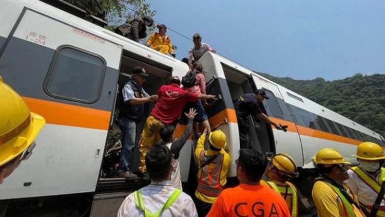 Vụ tai nạn tàu hỏa ở Đài Loan hôm 2/4 đã khiến 50 người chết và hơn 200 người bị thương. Ảnh: CNA.